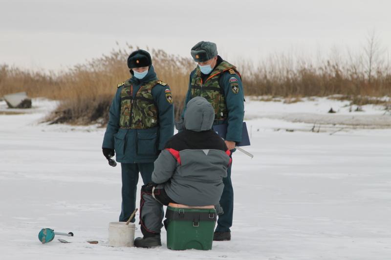 Спасатели измерили толщину льда на Курском водохранилище