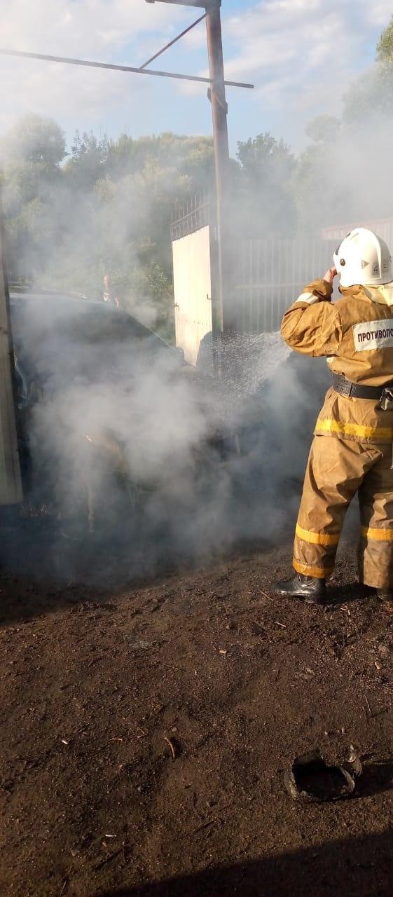 Возгорание автомобиля в Фатежском  районе Курской области ликвидировано